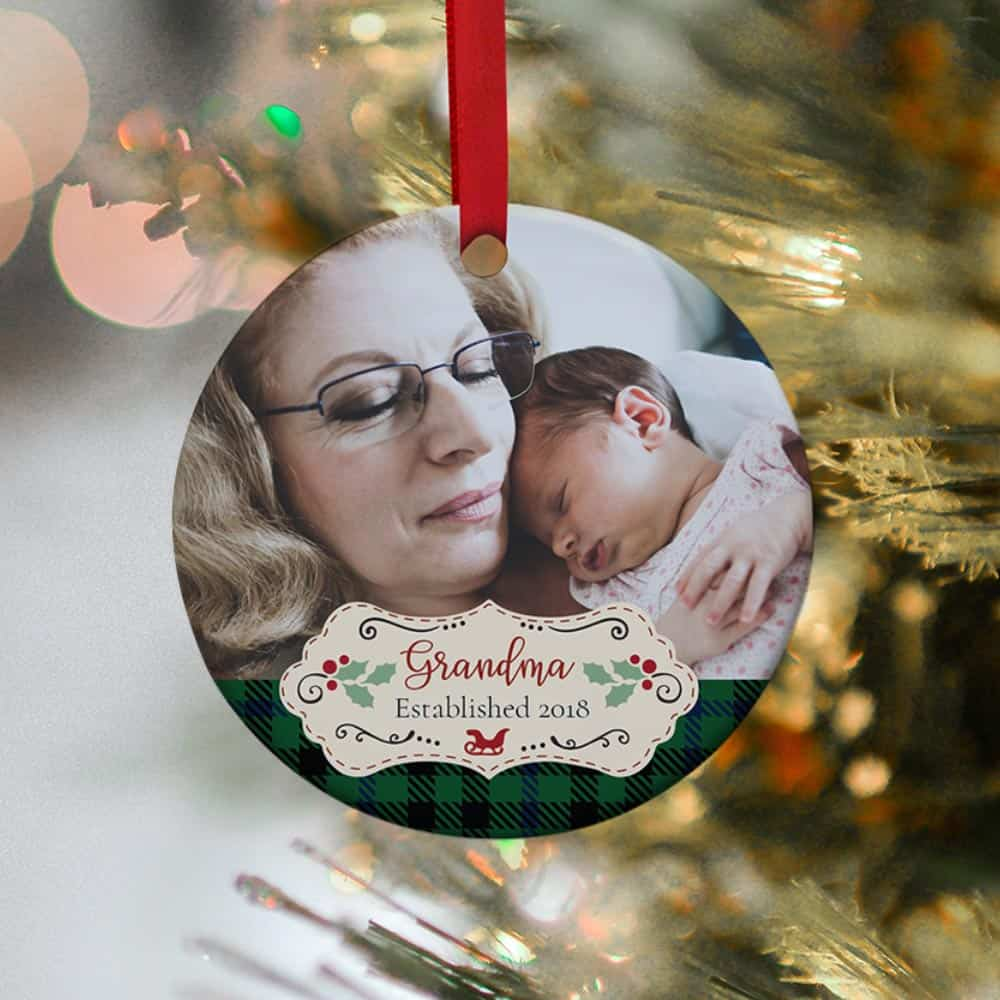 Has your mom just been promoted to Grandma? Then spruce up the Christmas tree with this Grandma Established Photo Christmas Ornament!